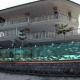 Empresario delimitó su propiedad con un acuario
